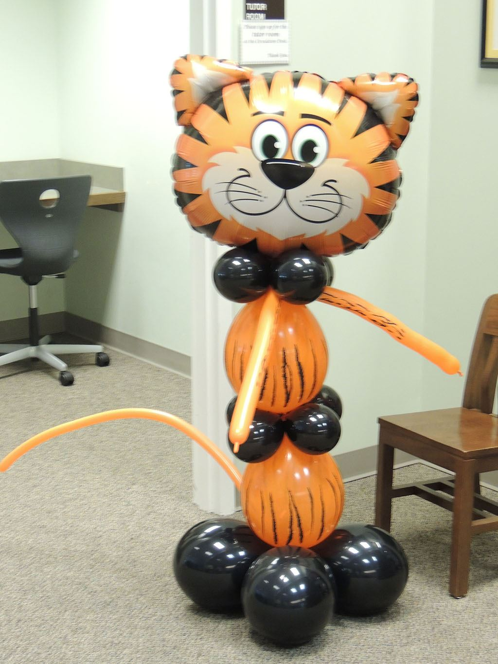 Balloon Tiger created by the Balloon Lady Donna Pruett