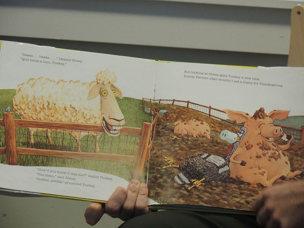 Picture book with sheep and pig
